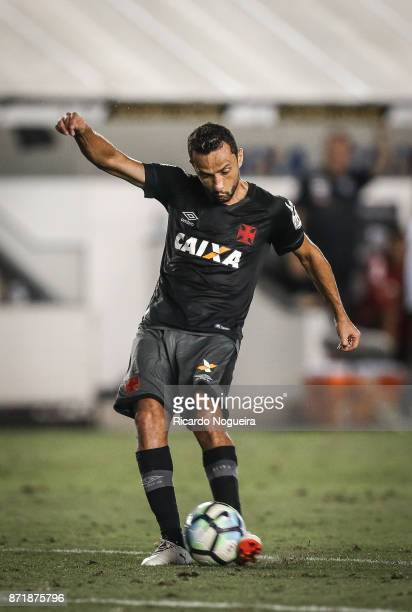 Nene of Vasco in action during the match between Santos and Vasco da Gama as a part of Campeonato Brasileiro 2017 at Vila Belmiro Stadium on November...