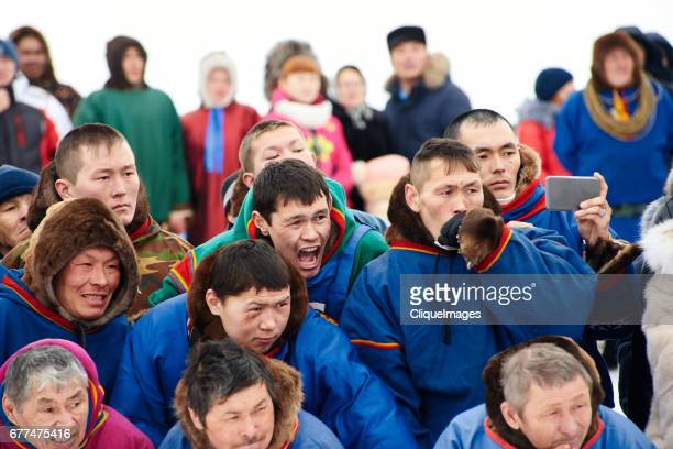 nenets watching reindeer races - cliqueimages stockfoto's en -beelden