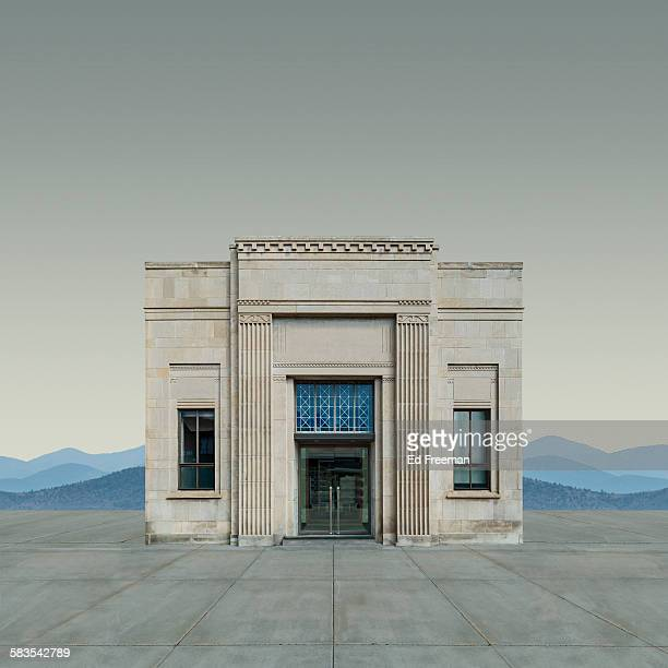 neo-classical bank building - neoklassiek stockfoto's en -beelden