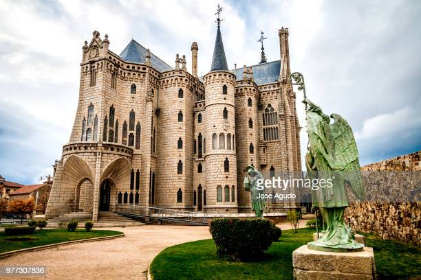 neo-gothic palace, astorga, castile and leon, spain - レオン県 ストックフォトと画像