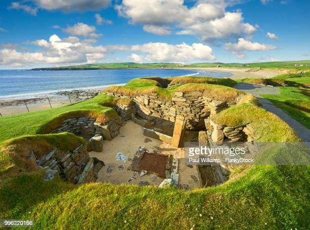 a neolithic house in the settlement of skara brae, circa 2,500 to 2,000 bc, orkney island, scotland, united kingdom - stone age stock photos and pictures