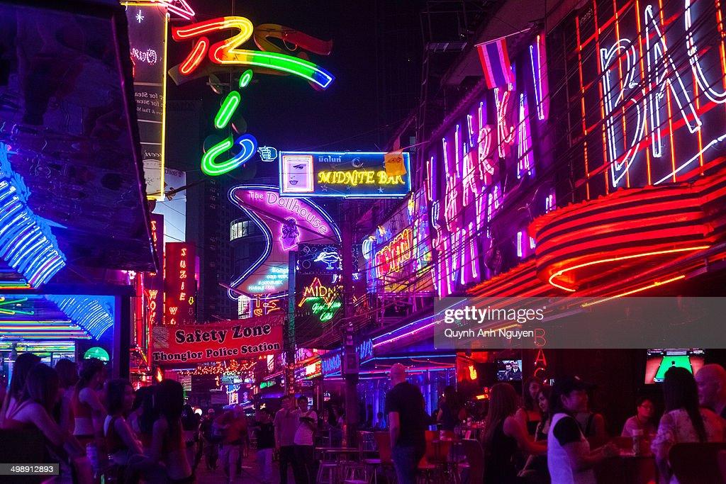 Red light district, Sukhumvit, Bangkok, Thailand : News Photo