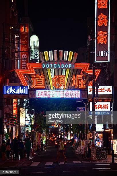 neon lights in osaka's dotonbori district - 道頓堀 ストックフォトと画像