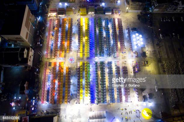 Neon Night Market in Pratunam has opened up on a stretch of vacant land on Petchaburi Road between sois 23 and 29 close to Platinum Shopping Mall...