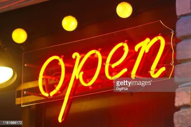 neon open sign - 平塚市 ストックフォトと画像
