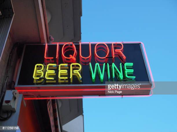 neon shop sign advertising liquor, beer and wine - liquor store stock pictures, royalty-free photos & images