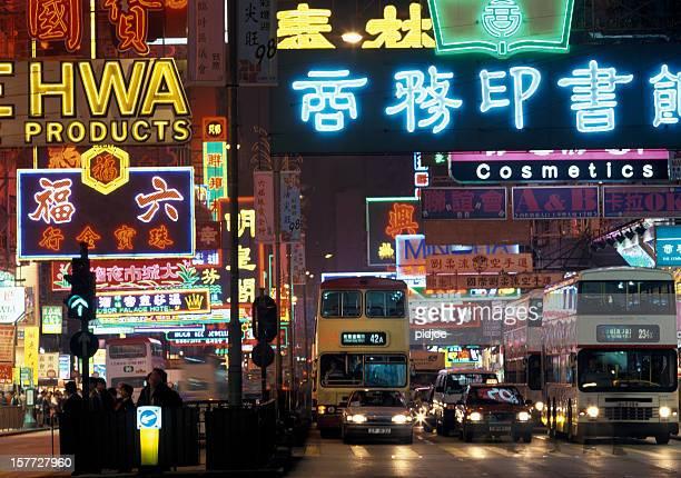 neon-Zeichen und Verkehr der Nathan Road Kowloon Hongkong
