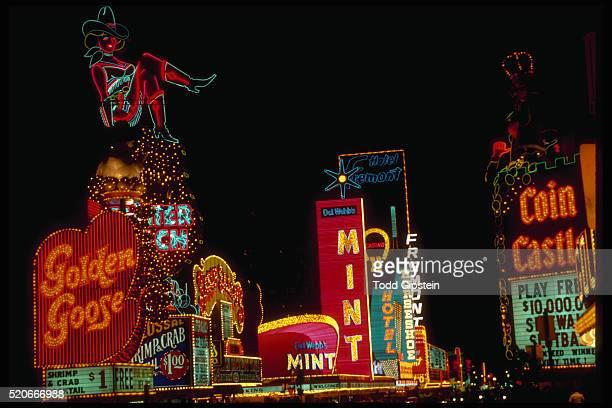 neon signs on las vegas boulevard - las vegas photos et images de collection