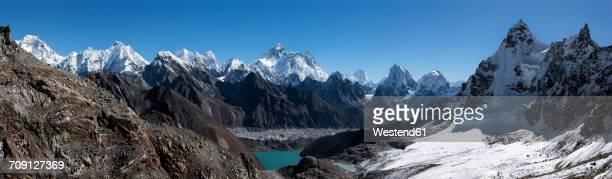 nepal, himalaya, khumbu, everest region, everest and nuptse from gokyo ri - gokyo ri ストックフォトと画像