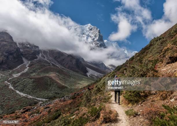 Nepal, Himalaya, Khumbu, Everest region, Khunde, trekker and Yalung Ri