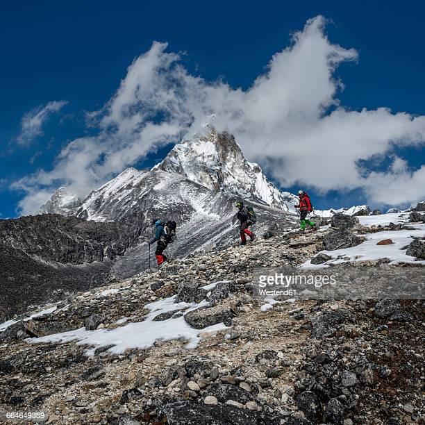 Nepal, Himalaya, Solo Khumbu, Ama Dablam, three Gurkhas trekking