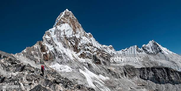 Nepal, Himalaya, Solo Khumbu, Everest region Ama Dablam, mountaineer