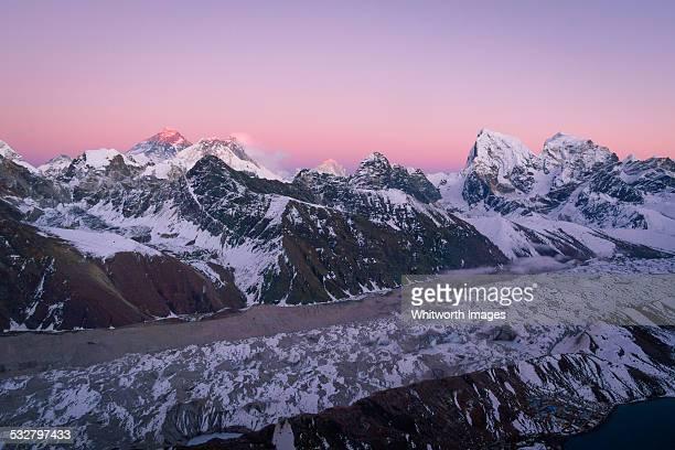 nepal himalayas gokyo ri twilight view - gokyo ri ストックフォトと画像