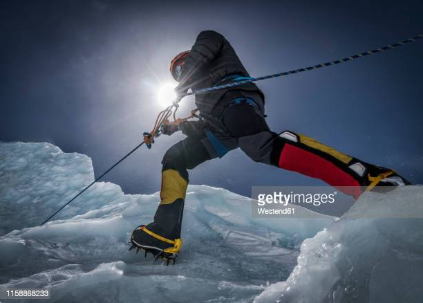 nepal, solo khumbu, everest, mountaineers climbing on icefall - challenge stock pictures, royalty-free photos & images