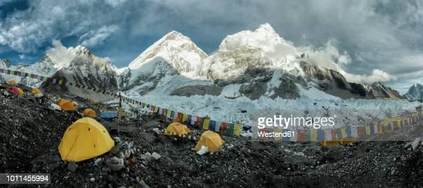 nepal, solo khumbu, everest, sagamartha national park, base camp - nepalese army stock pictures, royalty-free photos & images