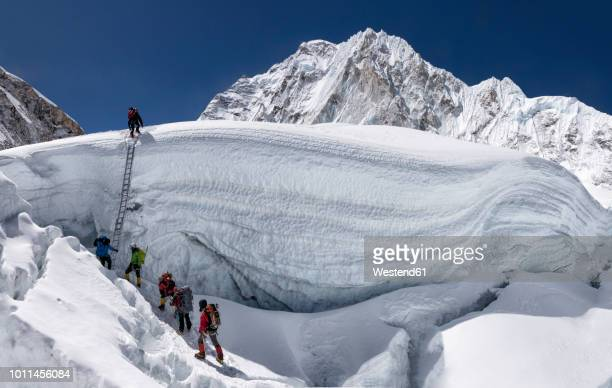 nepal, solo khumbu, everest, sagamartha national park, mountaineers climbing icefall - nepalese army stock pictures, royalty-free photos & images
