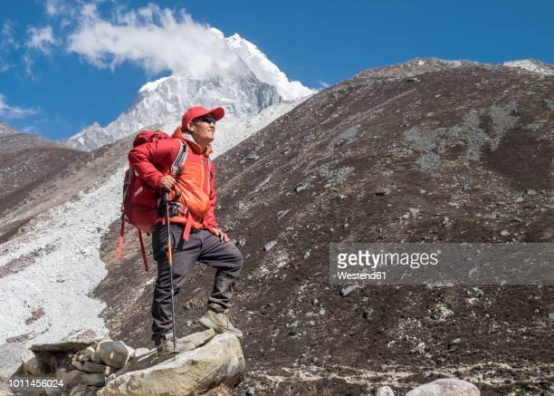 nepal, solo khumbu, everest, sagamartha national park, mountaineers hiking the himalayas - nepalese army stock pictures, royalty-free photos & images
