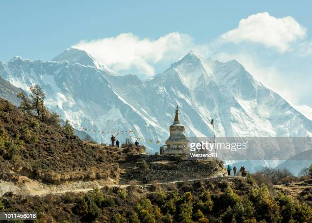 nepal, solo khumbu, everest, sagamartha national park, people visiting stupa - nepal stock pictures, royalty-free photos & images