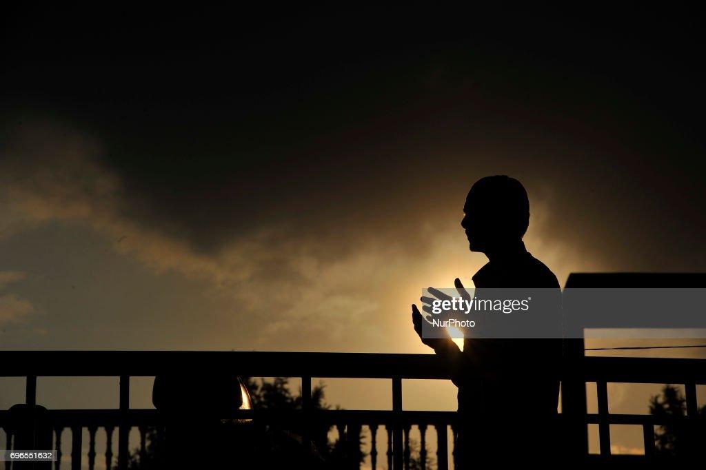 Nepalese Muslim Offering Evening Prayer during Ramadan : News Photo