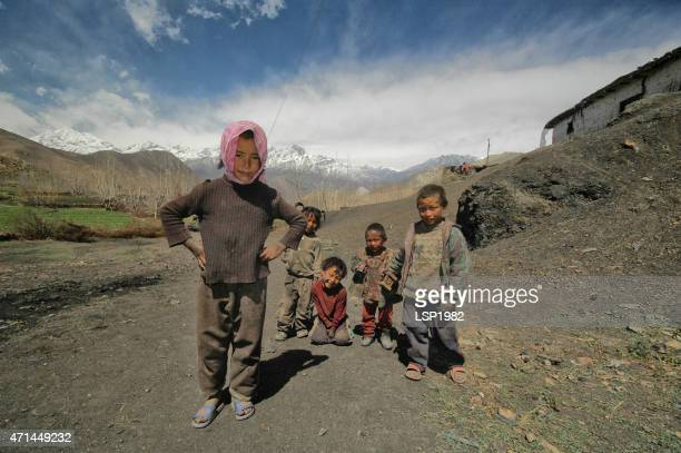 nepalese village children's smiling muktinath nepal - nepalese ethnicity stock pictures, royalty-free photos & images