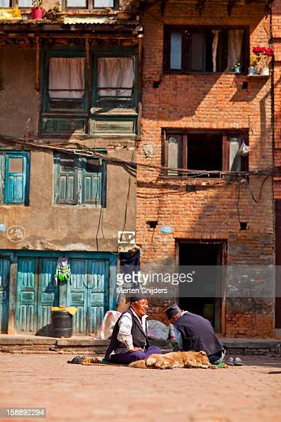 nepali men making conversation - merten snijders photos et images de collection