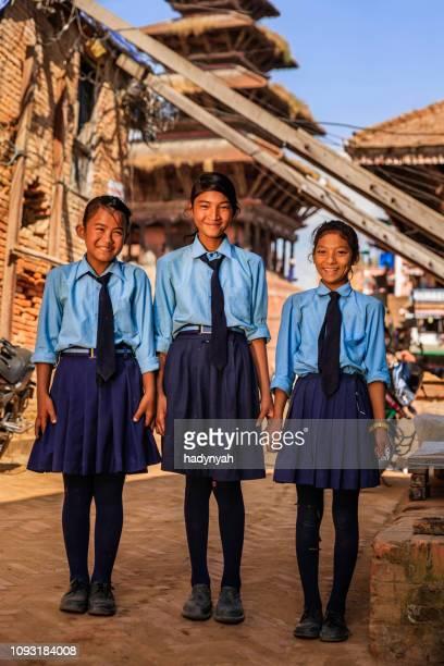 ネパール ・ バクタプル ネパール女子学生 - バクタプル ストックフォトと画像
