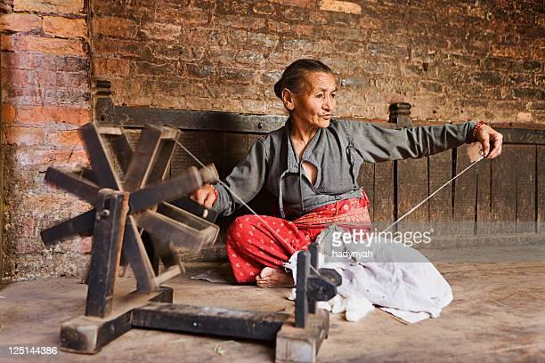 ネパール女性スピニング、ウール