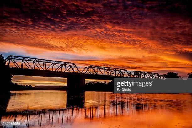 nepean river sunset - penrith fotografías e imágenes de stock