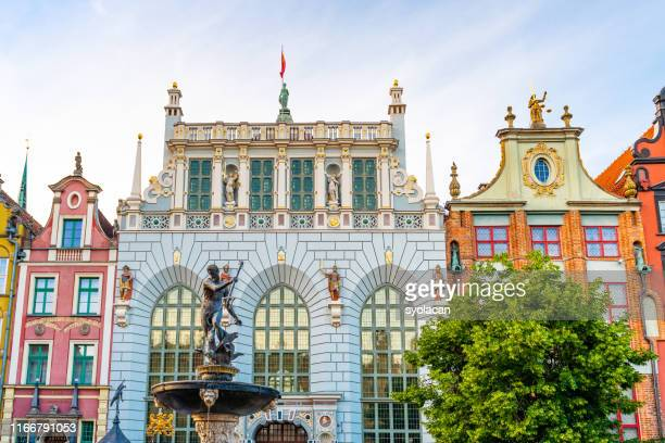 neptune fountain with the artus court of gdansk - syolacan stock pictures, royalty-free photos & images