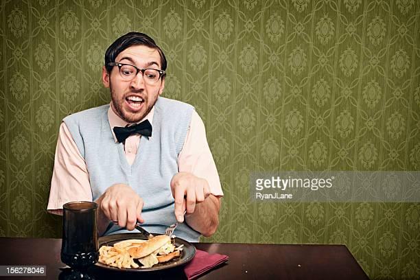 nerd comer junk food um jantar - table top - fotografias e filmes do acervo