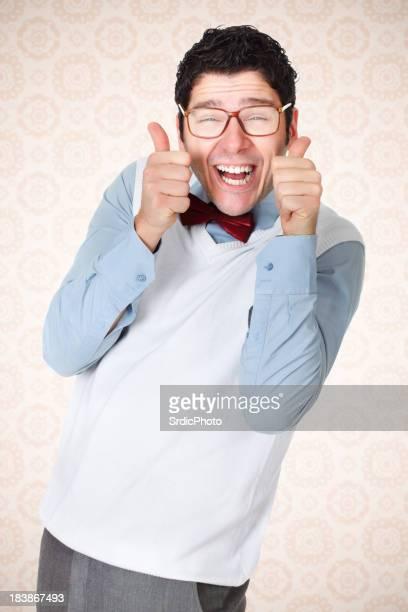 オタクギィ、美しい笑顔を親指を立てる