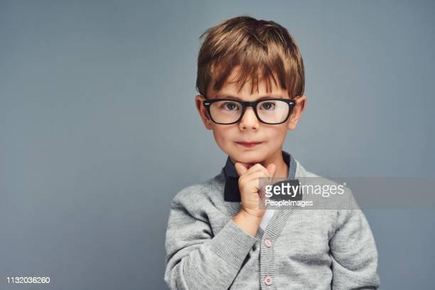 nerd is de nieuwe coole - wonderkind stockfoto's en -beelden