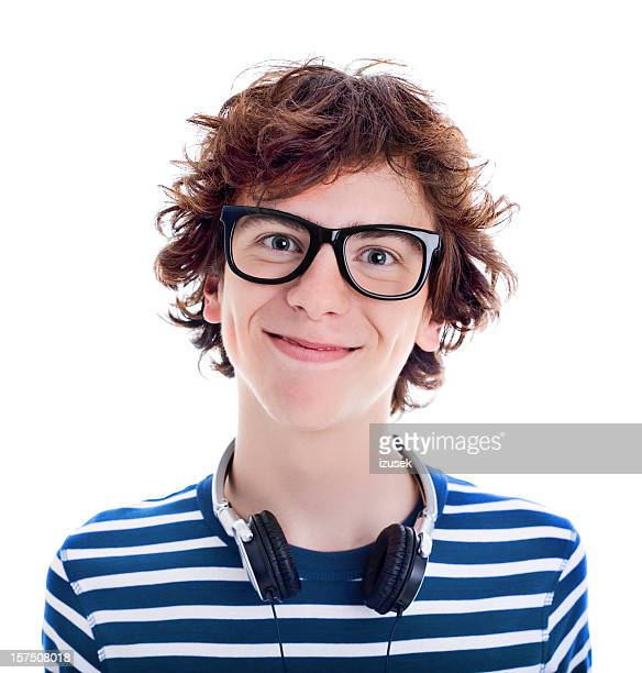 Nerd adolescente sorrindo, retrato de estúdio