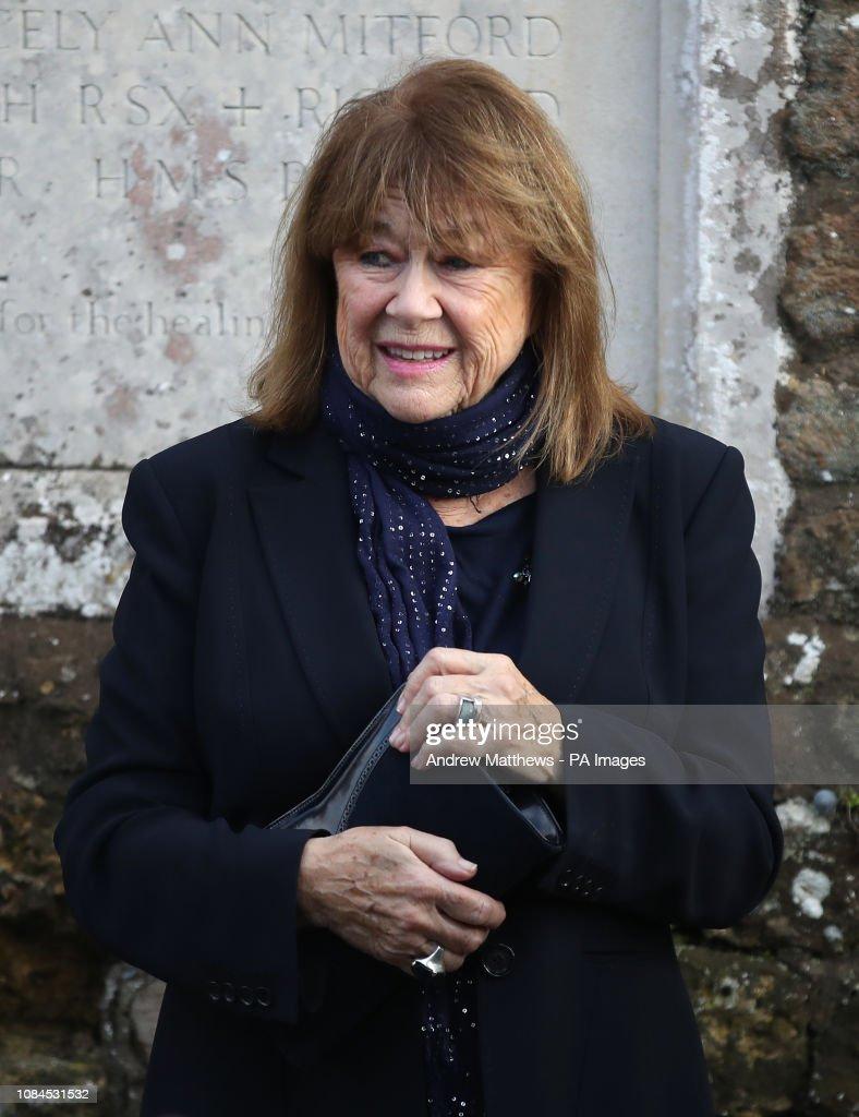June Whitfield funeral : Fotografía de noticias