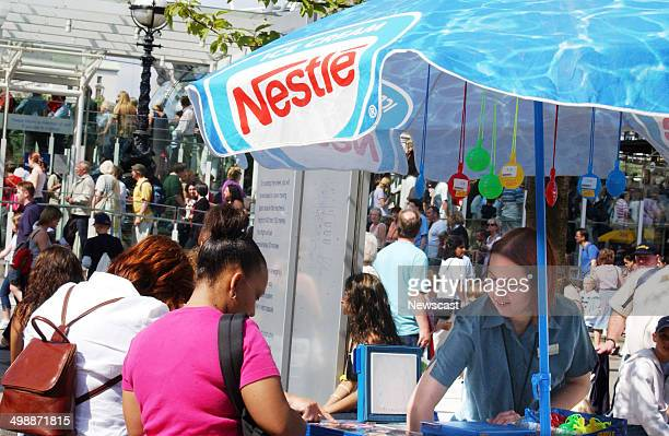 A Nestle icecream vendor near the London Eye