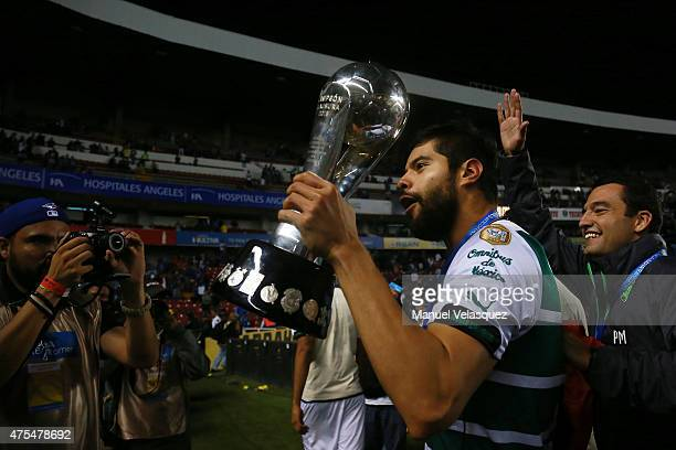 Nestor Araujo of Santos celebrates with the trophy after a championship second leg match between Queretaro and Santos Laguna as part of Clausura 2015...
