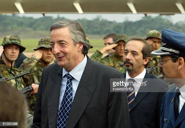Nestor Kirchner presidente de Argentina es recibido el 07 de julio de 2004 a su llegada a Puerto Iguazu Argentina para asistir a la la XXVI Cumbre de...
