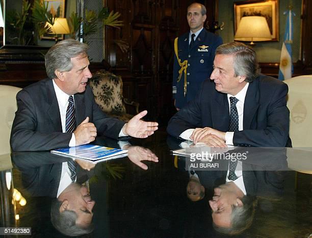Nestor Kirchner presidente de Argentina y Tabare Vazquez candidato presidencial del izquierdista Frente Amplio en las elecciones generales del 31 de...