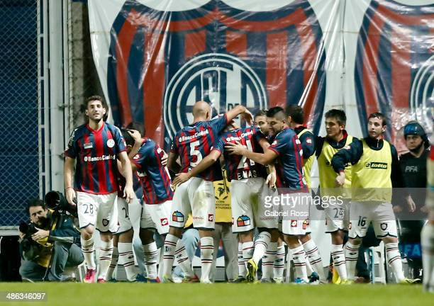 Nestor Ortigiza of San Lorenzo and his teammtes celebrate the opening goal during a match between San Lorenzo and Gremio as part of round of sixteen...
