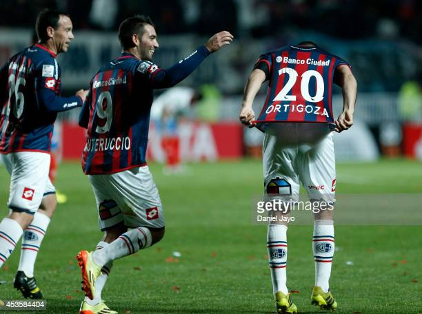 Nestor Ortigoza of San Lorenzo celebrates after scoring during the second leg final match between San Lorenzo and Nacional as part of Copa...