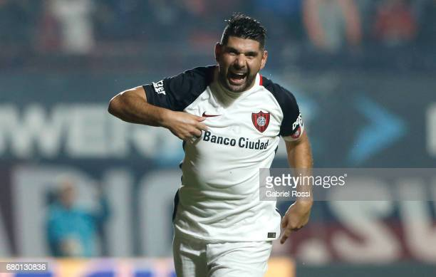 Nestor Ortigoza of San Lorenzo celebrates after scoring the first goal of his team during a match between San Lorenzo and Rosario Central as part of...