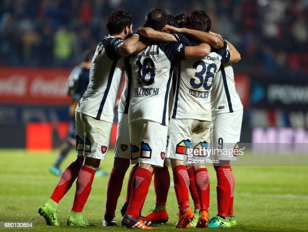 Nestor Ortigoza of San Lorenzo celebrates with teammates after scoring the first goal of his team during a match between San Lorenzo and Rosario...