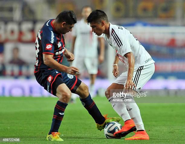Nestor Ortigoza of San Lorenzo struggles for the ball with Joaquin Correa of Estudiantes during a match between San Lorenzo and Estudiantes as part...
