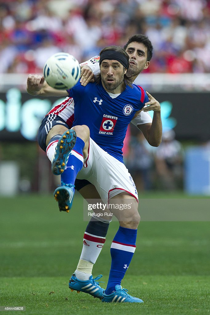 Nestro Vidrio of Chivas fights for the ball with Mariano Pavone of Cruz Azul during a match between Chivas and Cruz Azul a as part of Apertura 2014 Liga MX at Omnilife Stadium on August 31, 2014 in Guadalajara, Mexico.