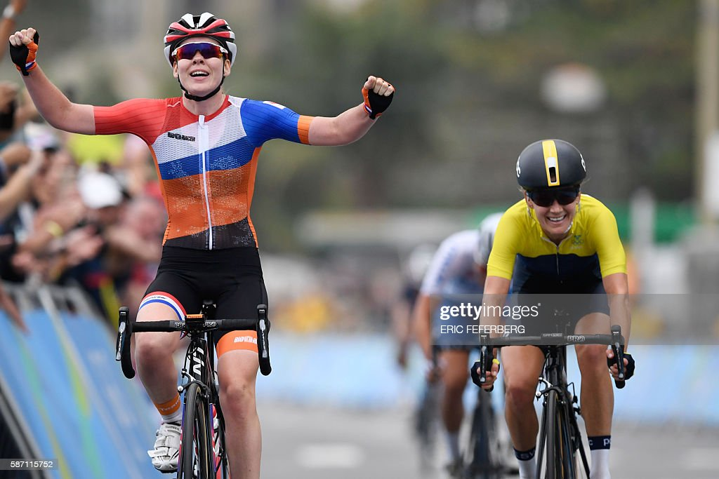 Netherlands' Anna Van Der Breggen (L) crosses the finish line ahead of Sweden's Emma Johansson to win the Women's road cycling race at the Rio 2016 Olympic Games in Rio de Janeiro on August 7, 2016. / AFP / Eric FEFERBERG