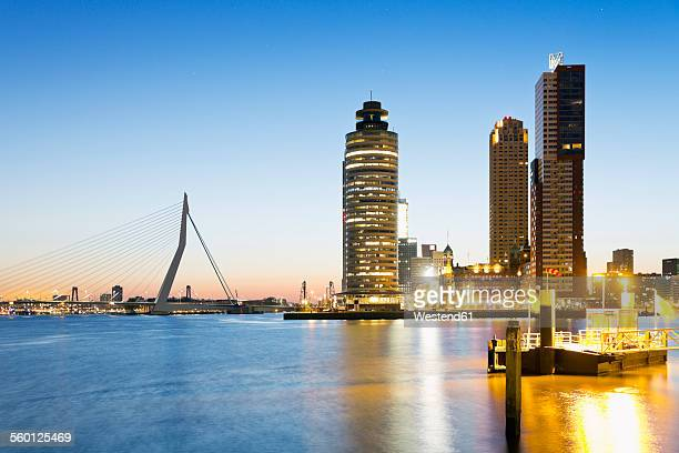 netherlands, county of holland, rotterdam, view to erasmus bridge, kop van zuid, pier in front - rio nieuwe maas - fotografias e filmes do acervo
