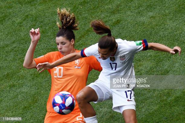 TOPSHOT Netherlands' defender Dominique Bloodworth and United States' forward Tobin Heath vie for the ball during the France 2019 Womens World Cup...