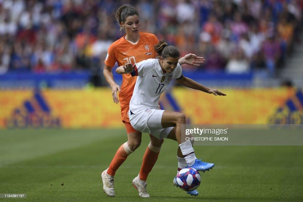 TOPSHOT-FBL-WC-2019-WOMEN-MATCH52-USA-NED : News Photo