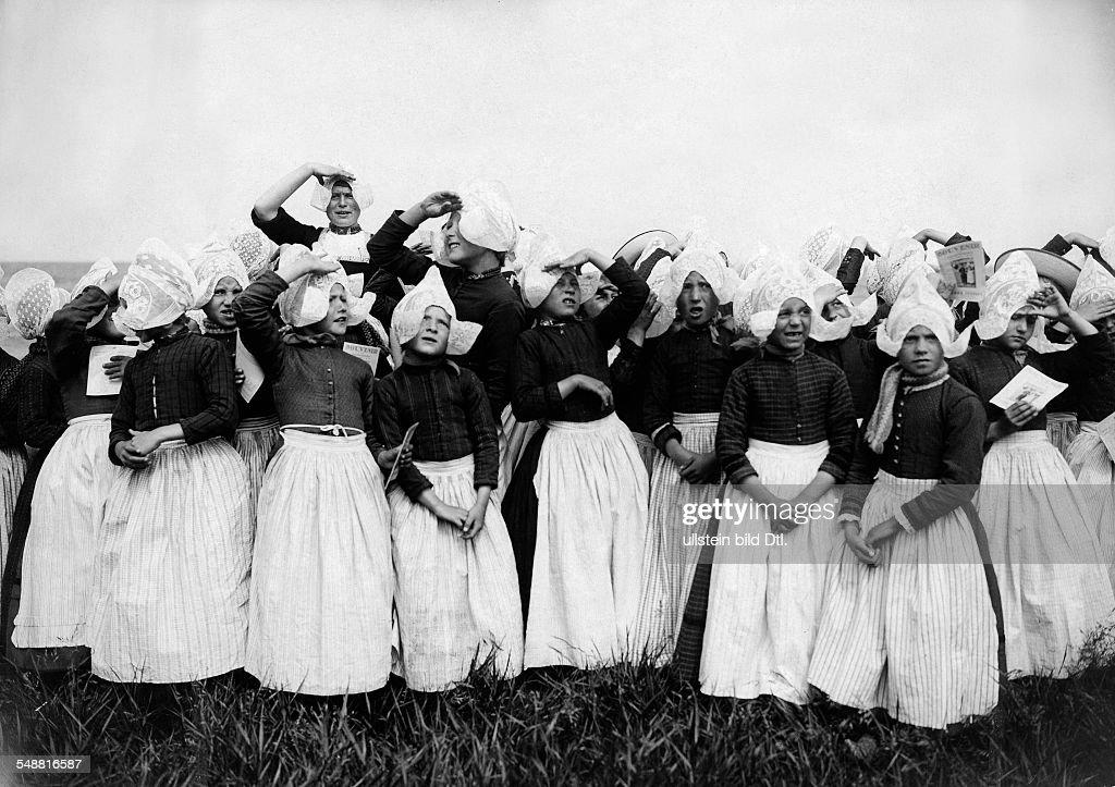 dutch girls in traditional dress - 1910 - Photographer