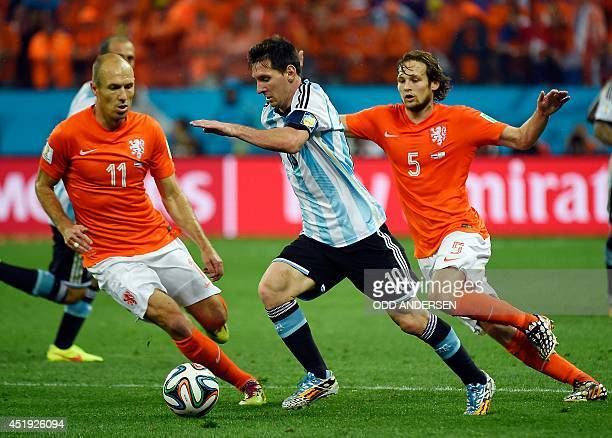 Netherlands' forward Arjen Robben, Argentina's forward and captain Lionel Messi and Netherlands' defender Daley Blind vie for the ball during the...